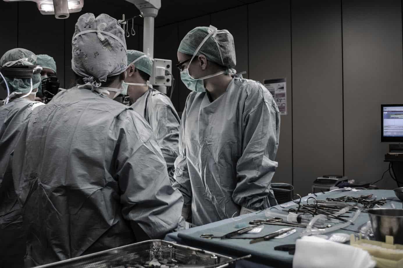 Pourquoi consulter un ostéopathe avant/après l'opération chirurgicale?